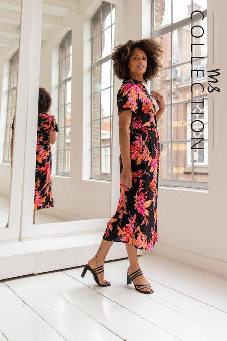 Lange jurk met strikceintuur